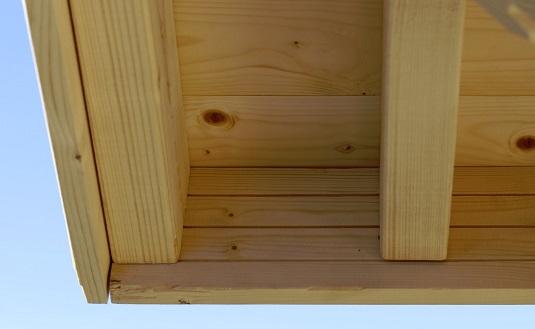 Otsalautojen kiinnitys kattoniskoihin