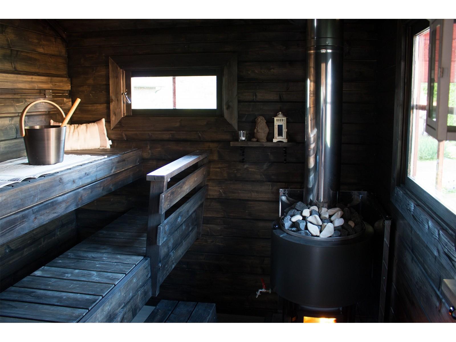 Perinnesauna Soma Sivuikkunalla - Kiuas ja lauteet