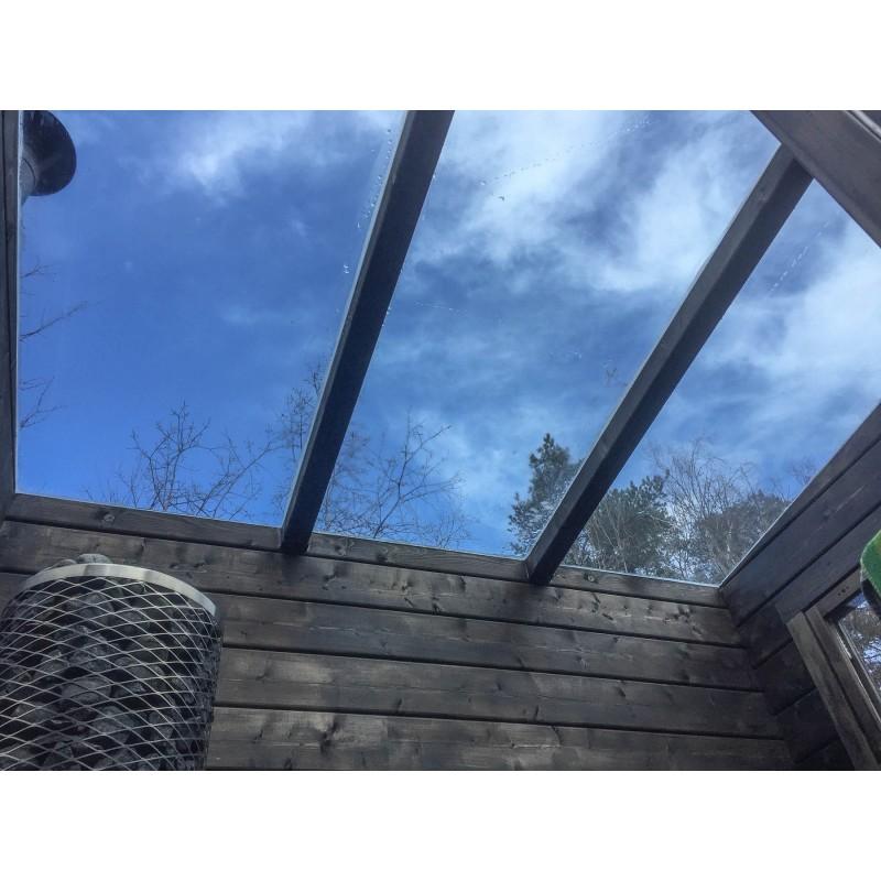 Lasikattosauna Aurora - Näkymää ulos katon kautta